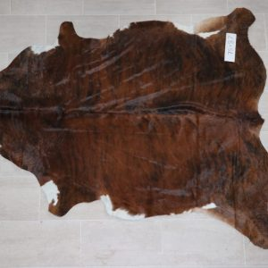 Natural Brazilian Cowhide 7'5″ x 8'7″