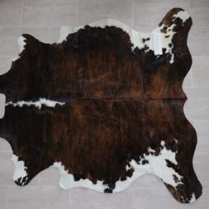 Natural Brazilian Cowhide 7'7″ x 8'1″